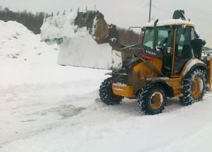 Уборка снега, аренда экскаватора-погрузчика